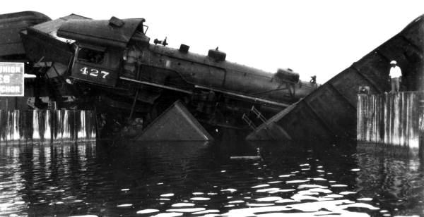 FEC-Railway-train-wreck-Jupiter-1934_1